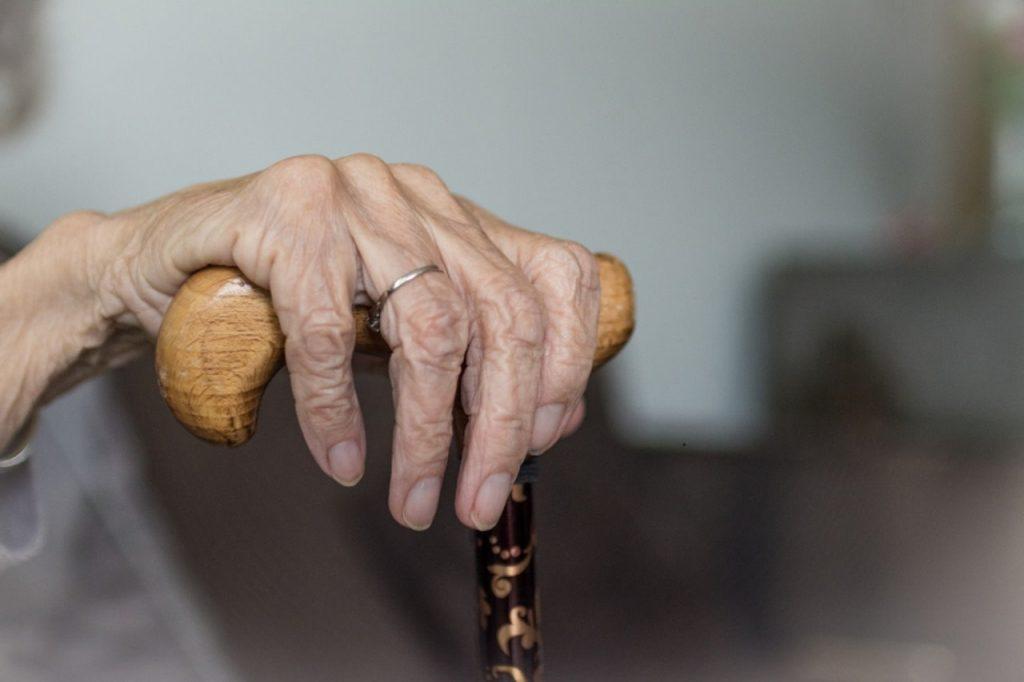 Seniorzy twierdzą, że starość można porównać do przymusowej izolacji