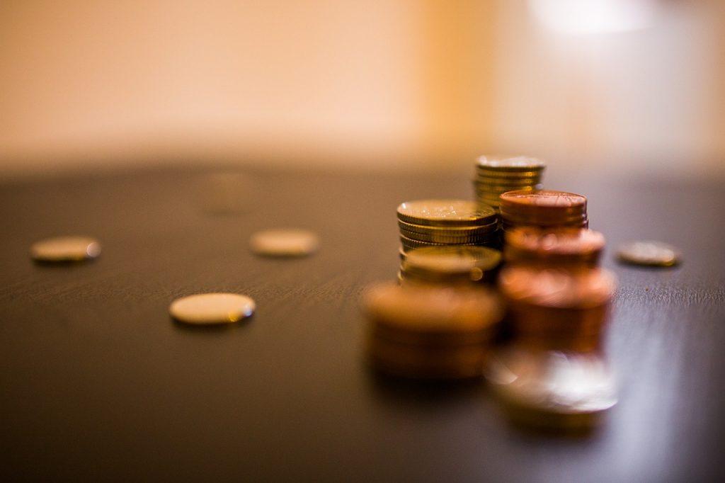 Miesięczna pensja nie wystarczy na pokrycie długów