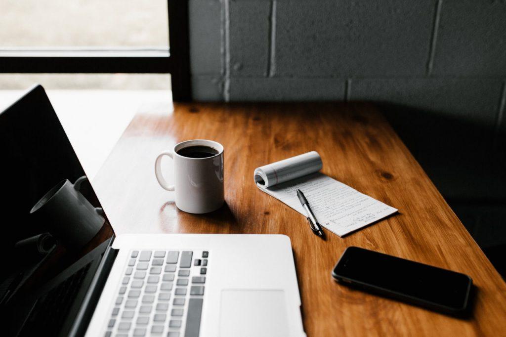 Jak zbudować przestrzeń do pracy – zadbaj o skupienie w każdej godzinie