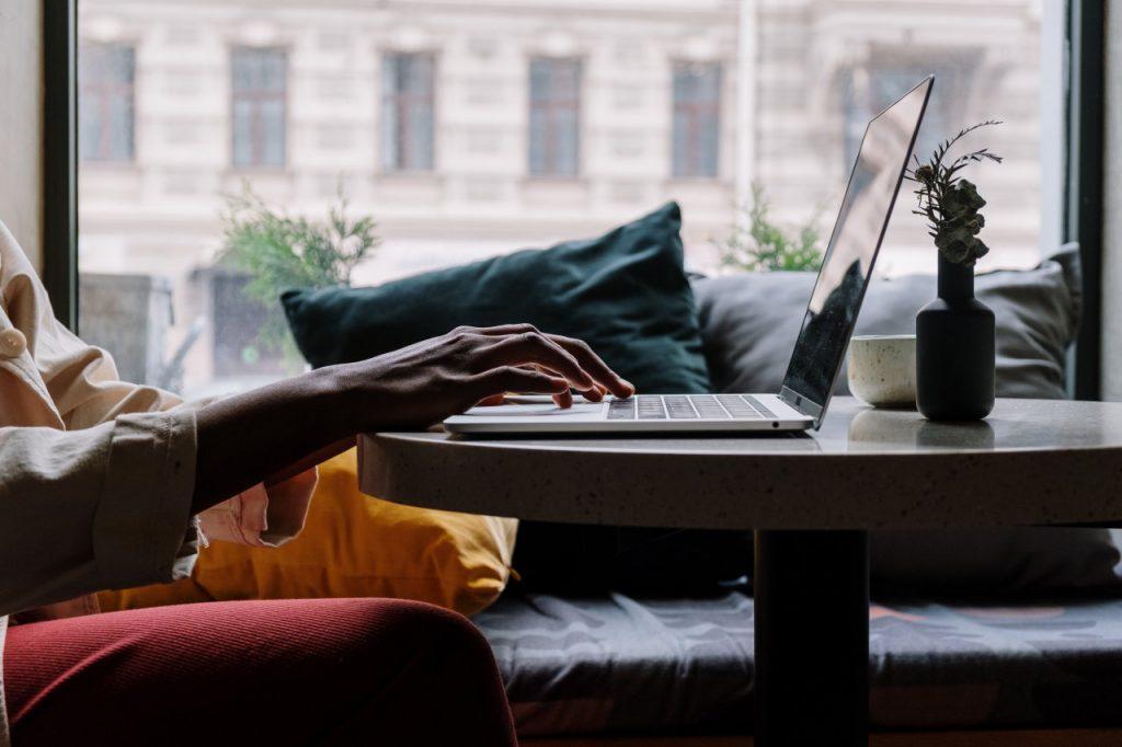 Co można robić w domu – praca zdalna dla każdego