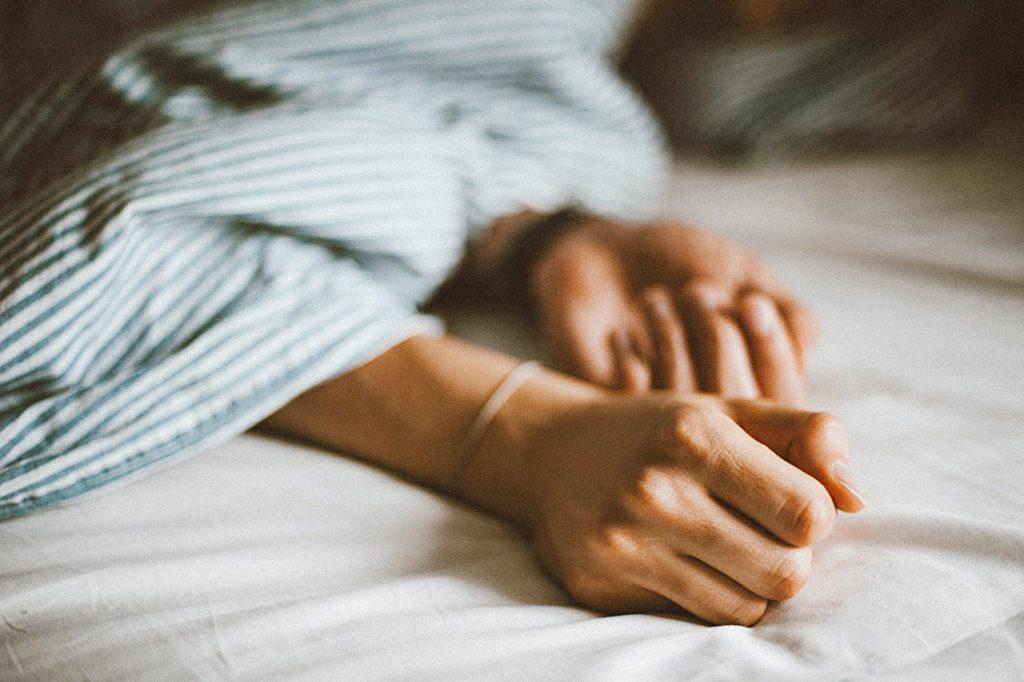 Zasady zdrowego snu – o czym warto pamiętać?