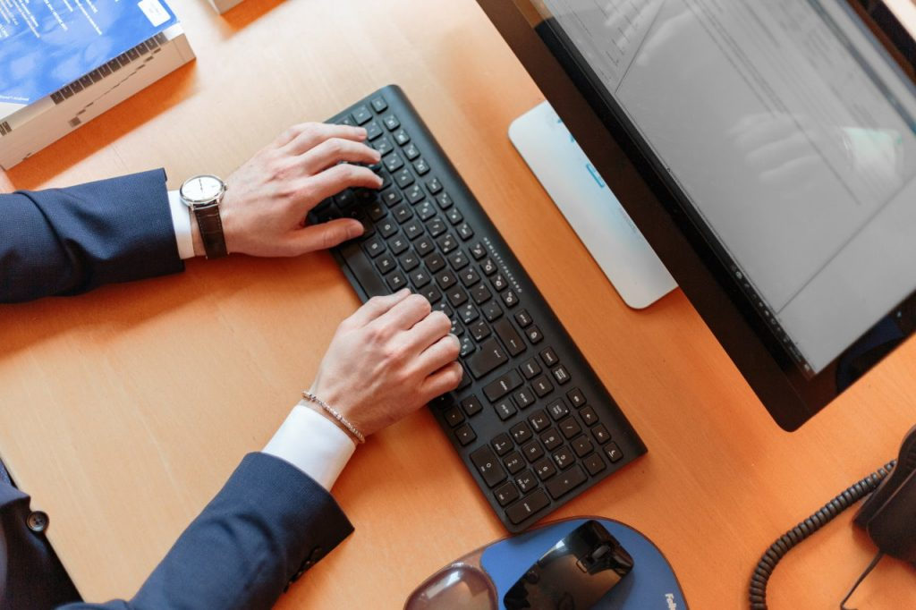 Jak pracować przy komputerze, by się nie zmęczyć?
